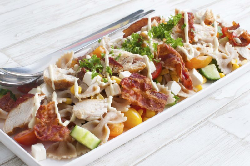 Pastasalad with chicken and veg